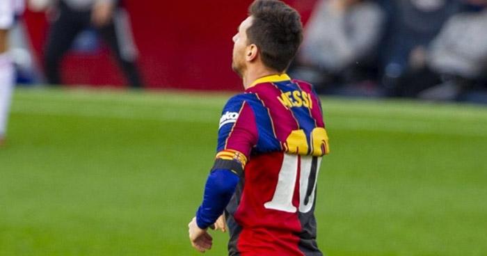Multan a Messi por su homenaje a Maradona