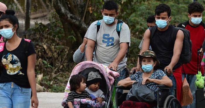 Migrantes en caravana ingresan a Guatemala y se preparan para ir a México