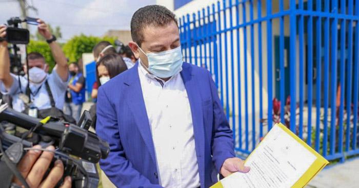 Presentan aviso legal por equipo de bioseguridad que no habían entregado al personal de Salud