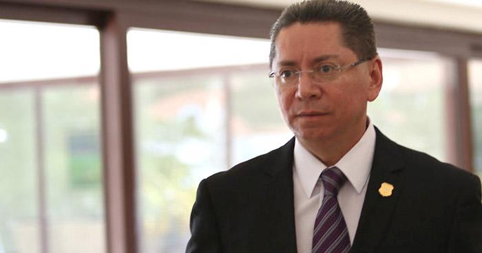 """Ministro de Trabajo denuncia al exFiscal General por recibir una indemnización """"ilegal"""""""