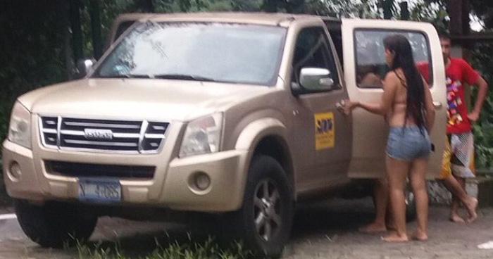 Empleado de gobierno que usó vehículo nacional para paseo familiar será suspendido
