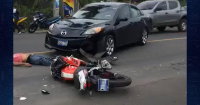 Conductora atropella y mata a motociclista al realizar un viraje indebido en Sonsonate
