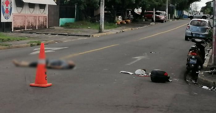 Motociclista muere tras ser arrollado en Barrio El Calvario, San Miguel