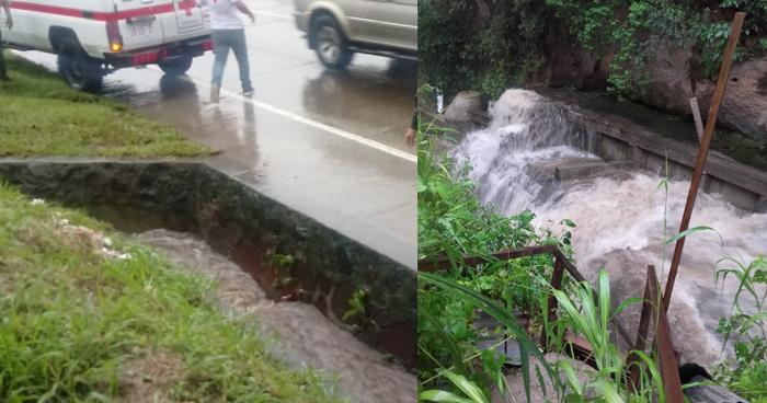 Buscan a motociclista que habría sido arrastrado por la corriente de agua en una canaleta de Santa Tecla