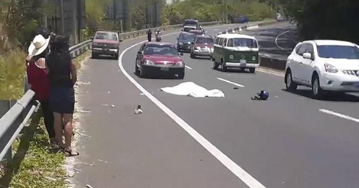 Motociclista fallecido y otro lesionado tras accidentarse sobre carretera a Sonsonate