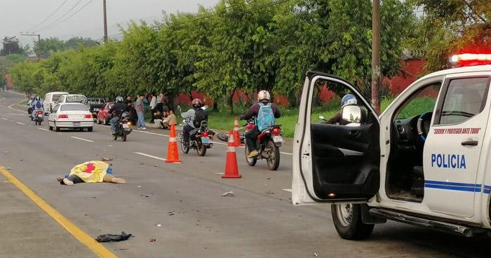Motociclista fallecido tras ser impactado por un vehículo en la carretera de Oro
