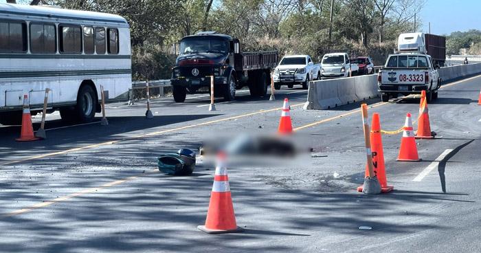 Motociclista pierde la vida tras ser arrollado en carretera Litoral, en La Paz
