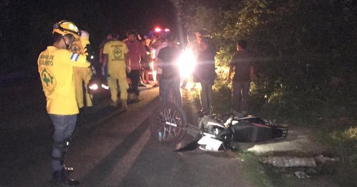 Motociclista pierde la vida tras accidentarse en carretera de Santiago Nonualco