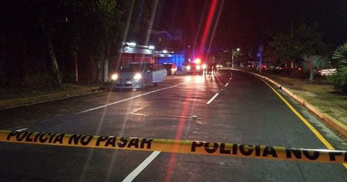 Mujer motociclista pierde la vida tras sufrir accidente de tránsito en San Salvador