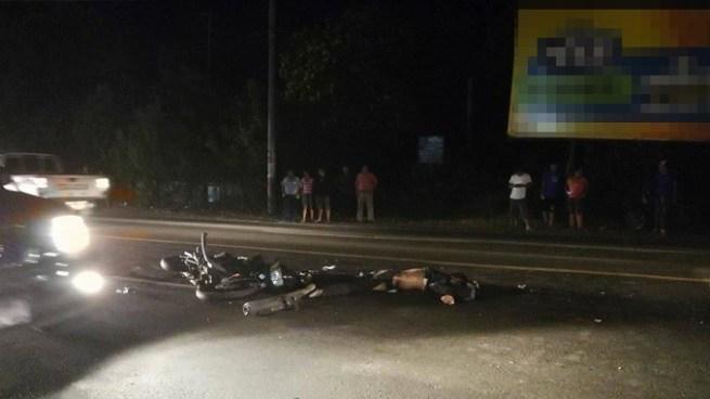 Dos personas mueren al impactar contra un autobús en Santa Ana