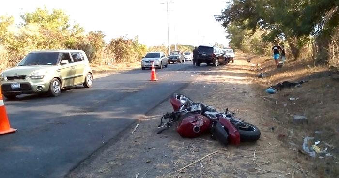 Motociclista fallecido al ser embestido por una camioneta en carretera a la Costa del Sol