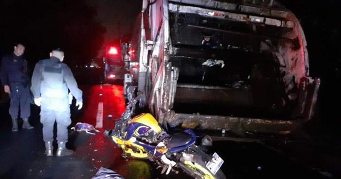 Muere motociclista al chocar con un camión de basura en Quezaltepeque