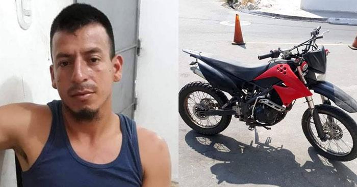 Sorprenden a un sujeto conduciendo una motocicleta robada en Soyapango
