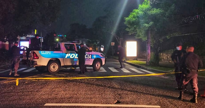 Asesinan a trabajadora del Hospital Bloom en colonia Miramonte, San Salvador