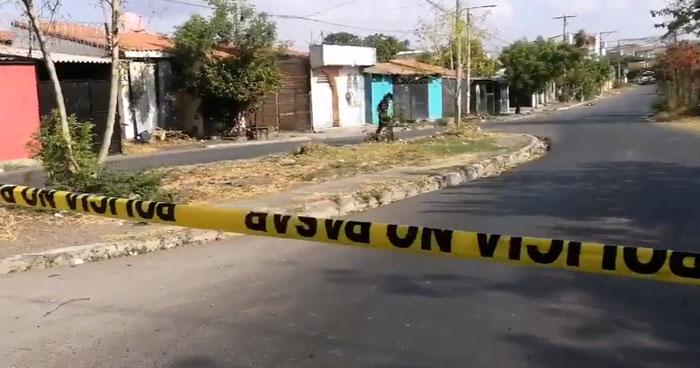 Mujer fue asesinada frente a sus dos hijos, uno aún en coche, en San Miguel