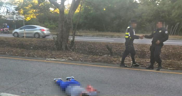 Mujer pierde la vida al ser atropellada en carretera Comalapa