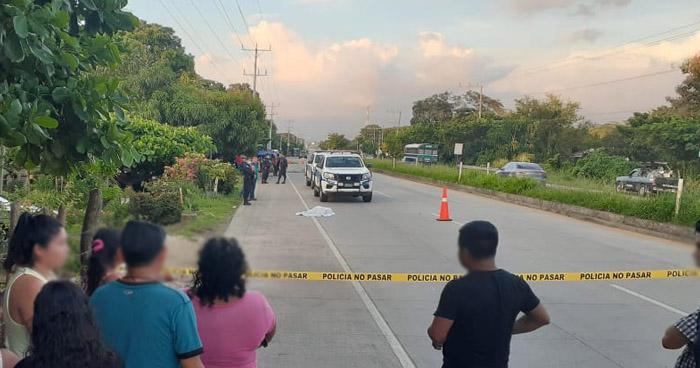 Joven pierde la vida al ser atropellada en carretera de Sonsonate
