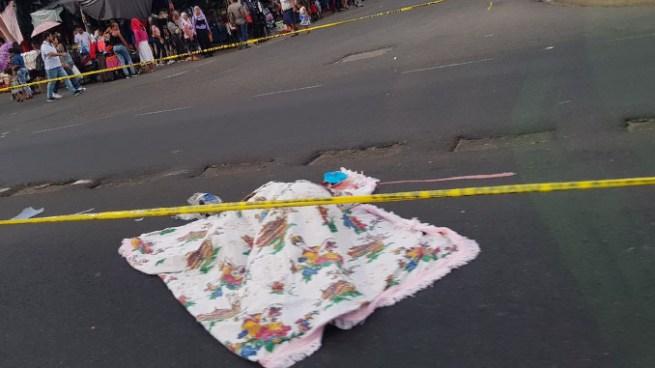 Mujer muere tras ser atropellada por un vehículo sobre el Bulevar del Ejército, Soyapango