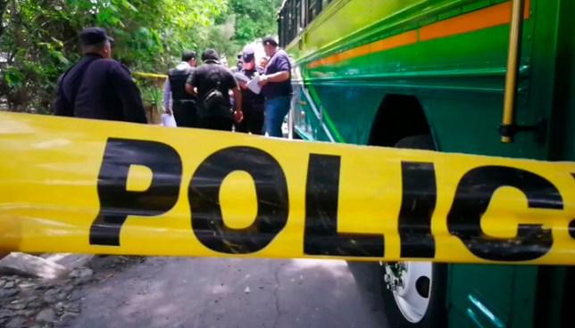 Madre de un agente de la PNC muere tras ser atropellada por un autobús en San Vicente