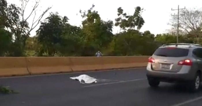 Mujer pierde la vida al ser atropellada en carretera de Sonsonate