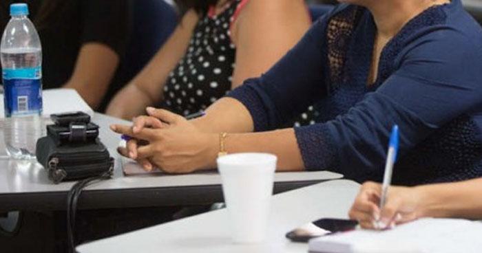 Catedrático de la UES acusa mujeres de señalarlo de abusador, acosador y violador
