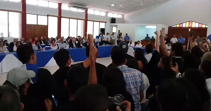 Dialogo de Nicaragua: Estudiantes y obispos piden cese de la represión y la salida de Ortega