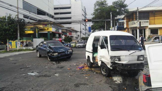 Un lesionado tras fuerte accidente de tránsito en la avenida Olímpica