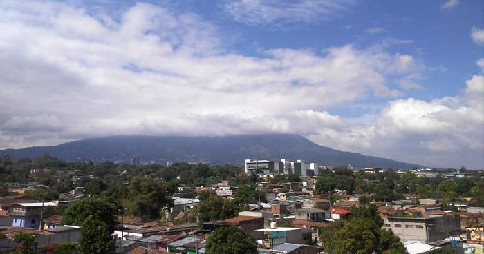 Vaguada prefrontal hacia Centroamérica permitirá nubosidad sobre el territorio nacional