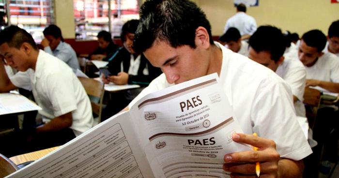 Estudiantes reprueban nuevamente la PAES, la nota promedio este año es 5.52