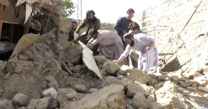Al menos 20 muertos y más de 200 heridos deja terremoto de 5.7 en Pakistán