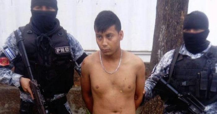 Incautan un arma de guerra a un pandillero en Acajutla, Sonsonate