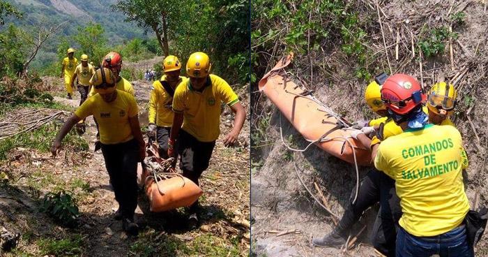 Rescatan el cadáver de un pandillero, que cayó a un barranco por huir de la PNC, en Ilopango