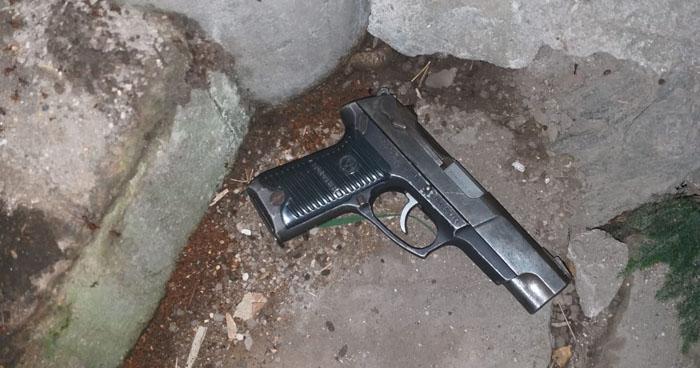 Pandilleros huyen y abandonan un arma al ver presencia de la Policía en Soyapango