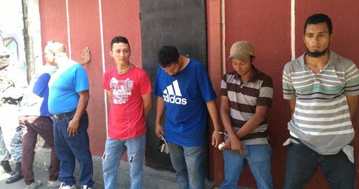 Arrestan a 6 distribuidores de droga en la comunidad Tutunichapa
