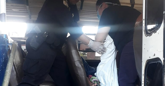 Policías atienden parto al interior de autobús Ruta 216