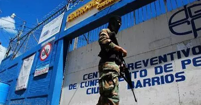 Hallan muerto a un pandillero recluido en el Penal de Ciudad Barrios