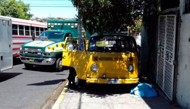 Microbús atropella y mata a una mujer en colonia Santa Marta de San Salvador