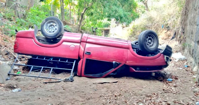 Conductor lesionado tras precipitarse de un puente en Zacatecoluca