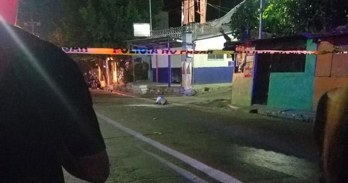 Mujer pierde la vida tras tiroteo en un microbus R-33 en Plan del Pito de Mejicanos