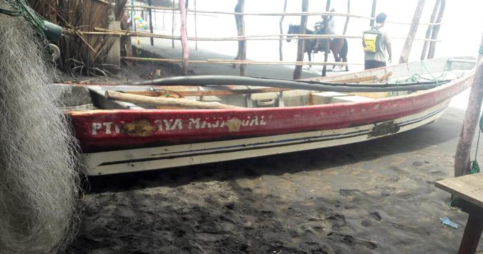 Rescatan a 6 personas tras volcar una lancha en Playa El Majahual