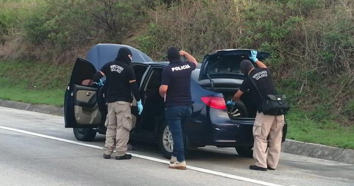 Abandonan vehículo en bulevar Monseñor Romero con droga en su interior