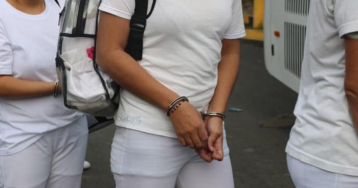 Trasladan a 130 privadas de libertad hacia el Penal de Ilopango