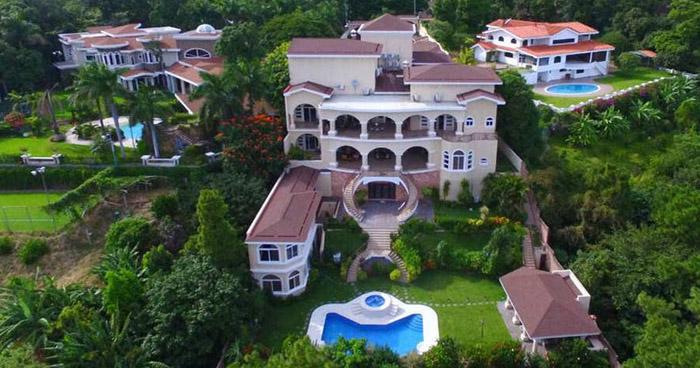 Tony Saca aceptó haber comprado 17 propiedades con dinero público