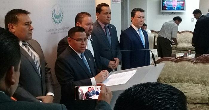 ARENA, FMLN y PCN rechazan propuesta de GANA para renegociar el préstamo del BCIE