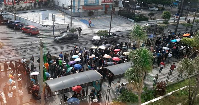 Caos vehicular ocasionaron este viernes diferentes marchas en San Salvador