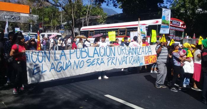 Movilización exige a los candidatos presidenciales no permitir la privatización del agua en El Salvador