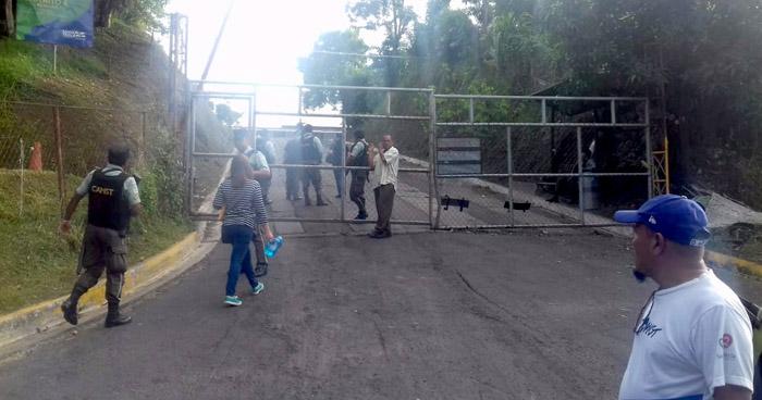 Empleados de Desechos Sólidos de Santa Tecla denuncian privatización del servicio público