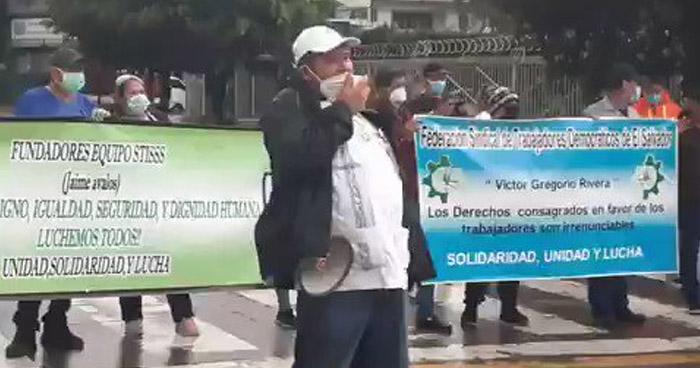 Sindicalistas bloquean Alameda Juan Pablo II, en San Salvador
