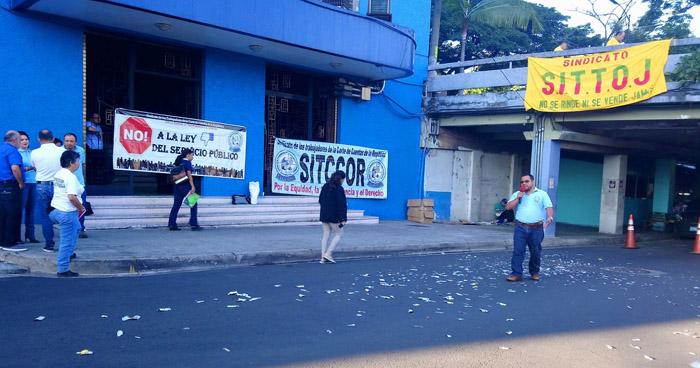 Protestan contra magistrados de la Corte de Cuentas por arbitrariedades