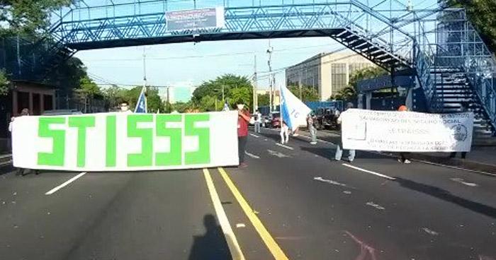 Sindicalistas protestan y denuncian retención de cuotas de AFP y Seguro